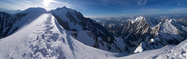Панорама с вершины Bionassay на массив Монблан