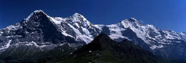 Панорама: Эйгер, Мёнх и Юнгфрау. Вид с Мэннлихена