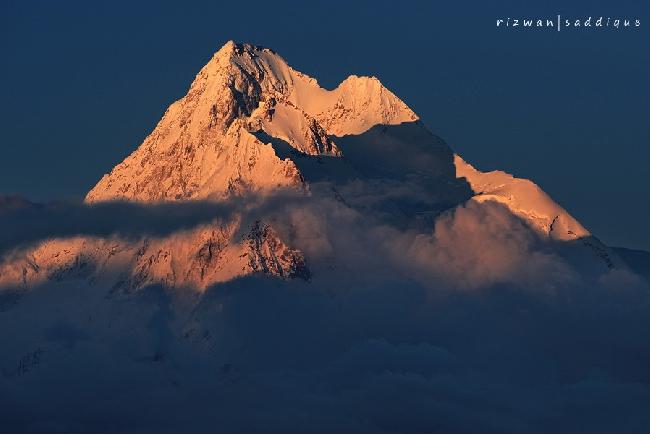 Горный массив Kunyang Chhish с главной вершиной высотой 7852м