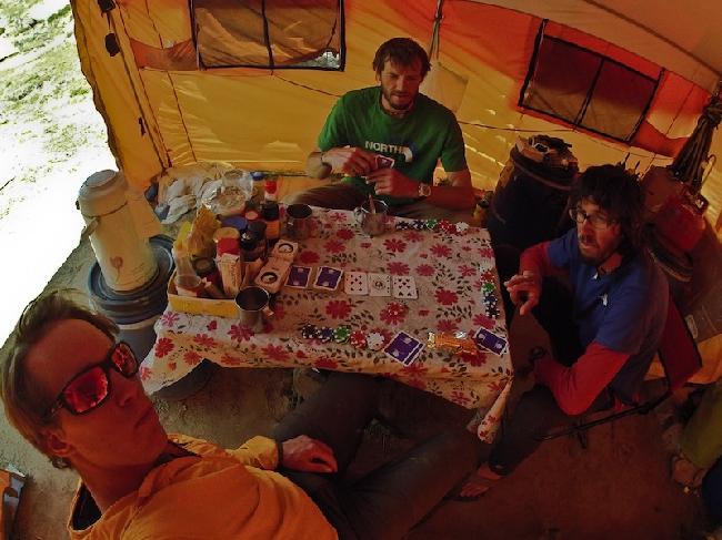 маленький Лас-Вегас в базовом лагере
