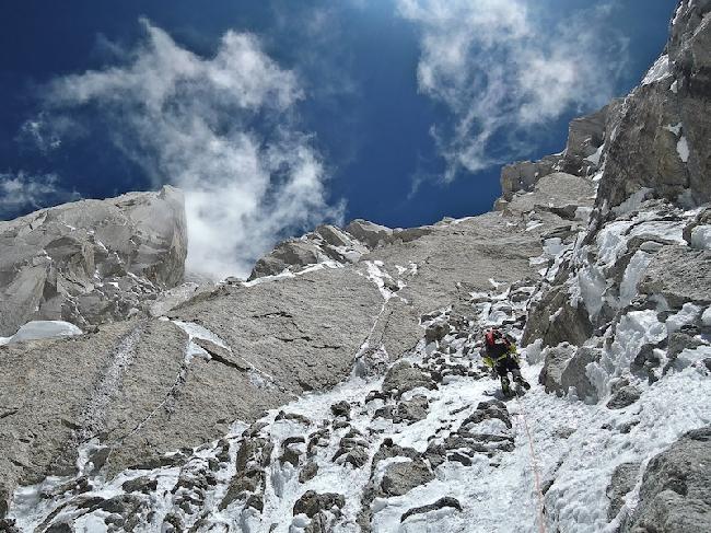 Юго-Западная стена  Kunyang Chhish East (Куньянг Чиш Восточный). микст на 6500 метров