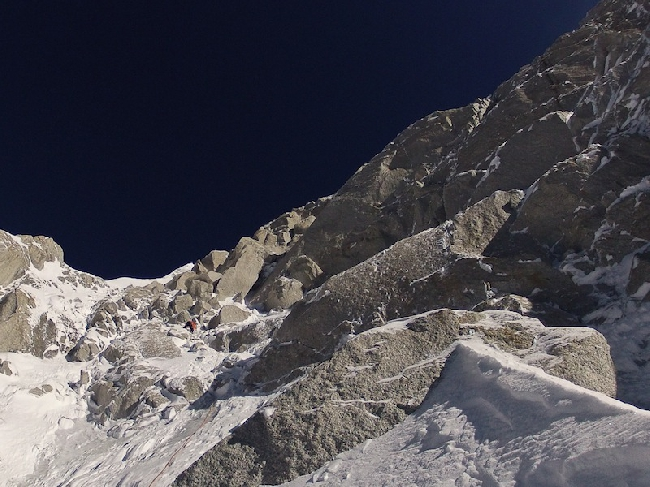 Юго-Западная стена  Kunyang Chhish East (Куньянг Чиш Восточный). Симон Антхамматен (Simon Anthamatten) у отметки 7000 метров