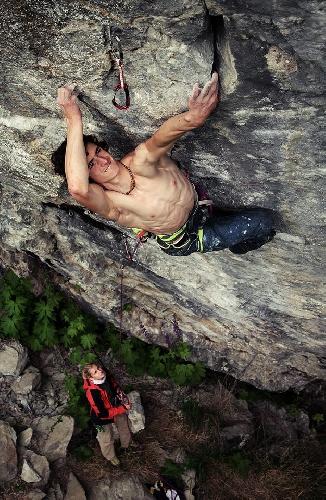 "Адам Ондра (Adam Ondra) на маршруте  ""Hell"" сложности 9а на известняковых скалах в Норвегии. август 2013"