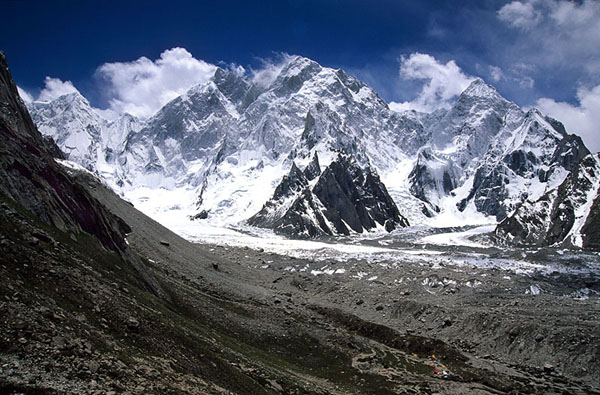 Слева направо - Hassin, K6 (она же - Baltistan Peak, 7282), K6-West (7040), Kapura (6544)
