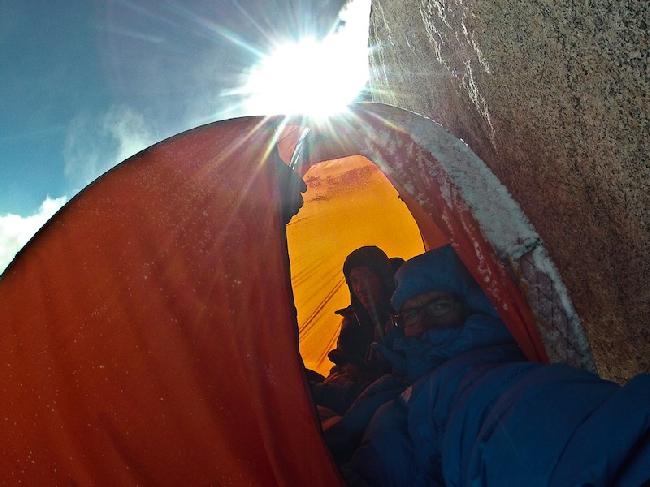 перед бурей на отметке 7000 метров в первой попытке восхождения