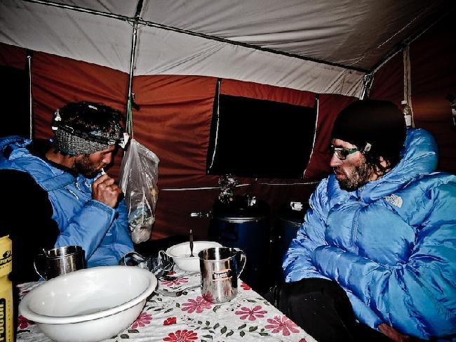 В базовом лагере после неудачной первой попыткой