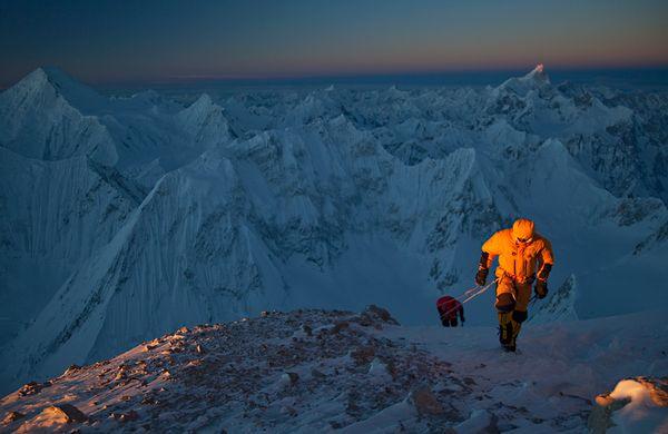 Денис Урубко (Denis Urubko). 2 февраля 2011 года, Симоне Моро (Simone Moro), Денис Урубко (Denis Urubko) и Кори Ричардс (Cory Richards) стали первыми альпинистами покорившими Гашербрум II зимой.