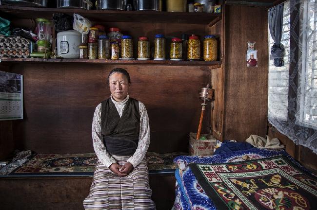 Лхаму Чхики (Lhamu Chhiki) - вдова  Чхеванга Нимы (Chhewang Nima), который погиб в 2010 году во время работы на коммерческую экспедицию