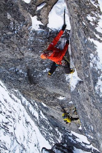 """Роберт Джаспер (Robert Jasper, Германия) и Роджер Шали (Roger Schaeli, Швейцария) на маршруте """"Ghilini - Piola Direttissima"""" сложности IX,7c на Северной стене Эйгера"""