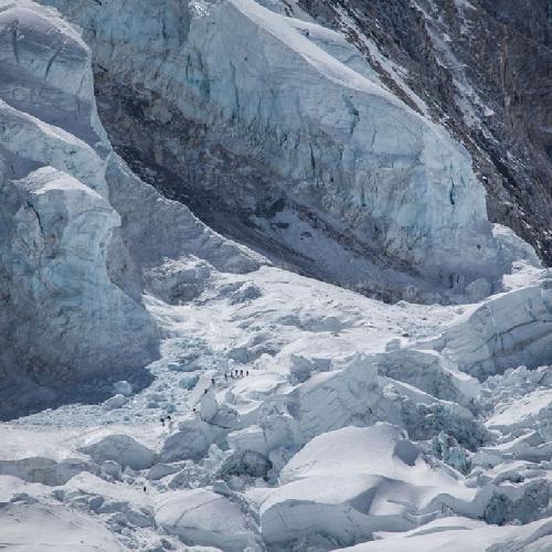 ледопад Кхумбу (Khumbu Icefall) - одно из самых опасных мест на Эвересте