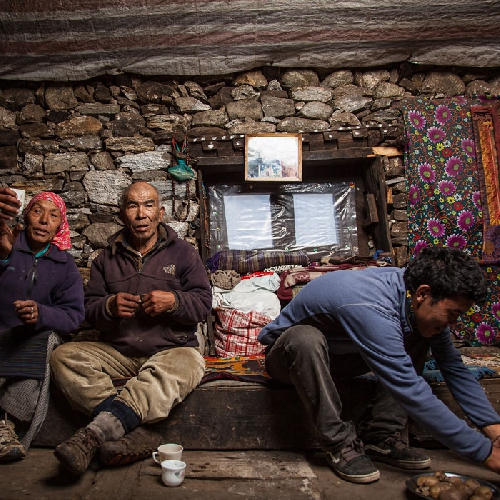 """Церинг Тенцинг (Tsering Tenzing), 22 года - первый выпускник школы в Катманду, обучавшийся за счет иностранного фонда. """"Шерпы не хотят что бы их сыновья становились альпинистами, они хотят что бы они были инженерами и открыли для себя западный мир"""""""
