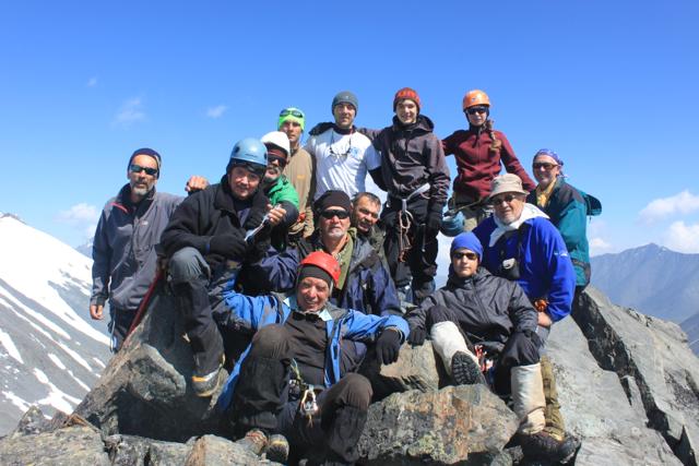 барнаульские альпинисты на пике Николая Бондарчука (3403 м)