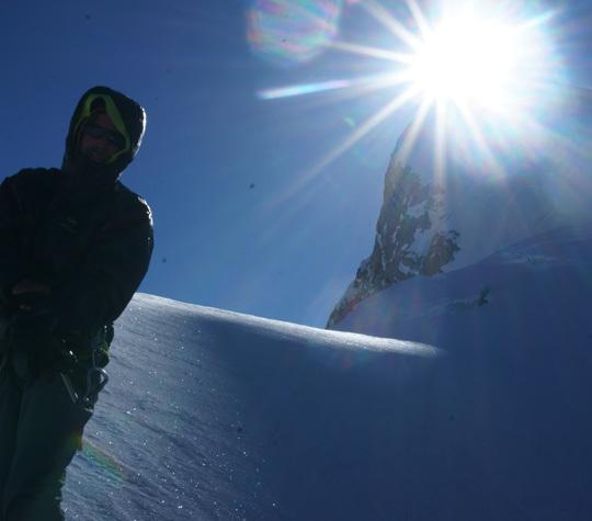 Солнце на вершине K6 West. Последний день восхождения по Северо-Западной стене  K6 West. В 300 метрах ниже вершины