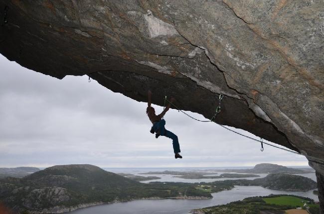 """Адам Ондра на маршруте """"Move"""" в Flatanger. август 2013"""
