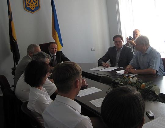 Справа Николай Васильевич Баранецкий, в центре Игорь Владимирович Низов