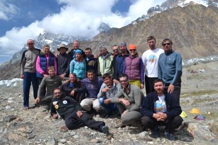 Участники экспедиции  «Эверест 2015. Донбасс-Снежный Барс»