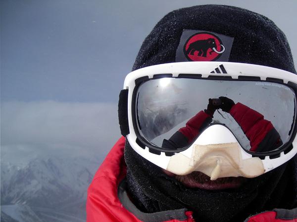 Кристиан Штангль (Christian Stangl) якобы на вершине К2. 2010 год