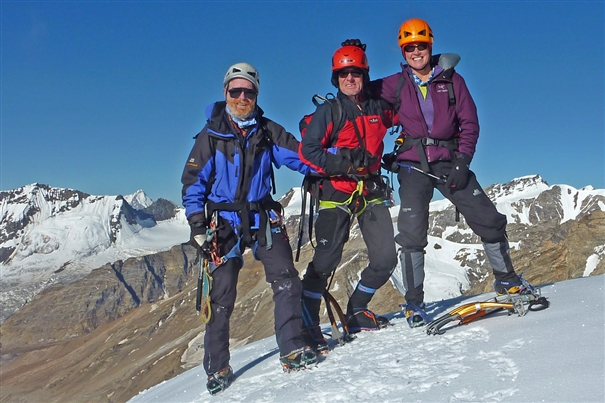 Сьюзен Дженсен (Susan Jensen)  вместе с Andy Nisbet и Bob Hamilton, во время первовосхождения на Shan Ri (5,750 м) в 2012 году