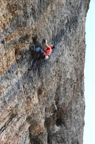 "Рамон Джулиан Пигбланк (Ramon Julian Puigblanque) на маршруте ""Red Ram"" 9а+"