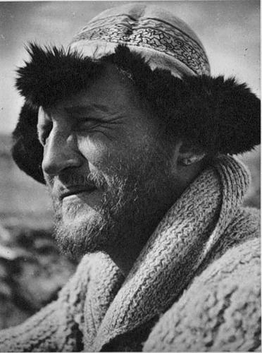 Один из величайших альпинистов эпохи, Вилло (Вильгельм) Вельценбах, был новатором в использовании десятизубых кошек, покрывающих всю подошву ботинка. Погиб при соло-восхождении на вершину Нанга-Парбат.