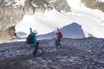 Спуск с Меттельхорна (Mettelhorn, 3406 метров) на моноцикле!
