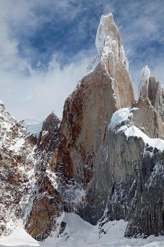 Горный массив Cerro Torre в Аргентине после шторма. Фото Jon Griffith