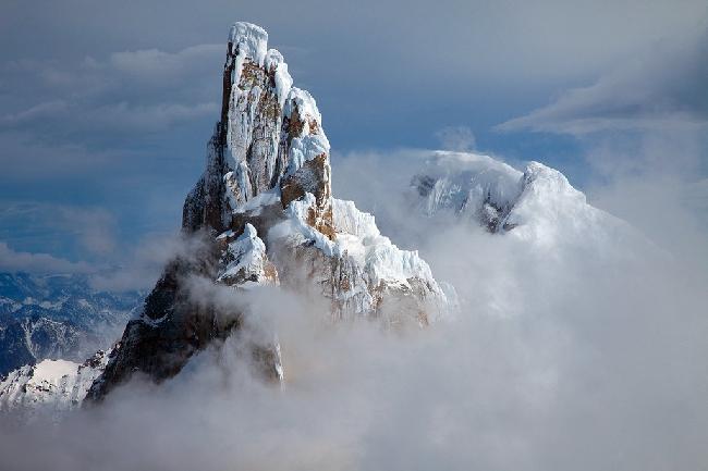 Горный массив Cerro Torre в Аргентине во время затишья после шторма. Фото с вершины Cerro Piergiorgio.. Фото Jon Griffith