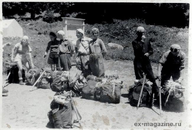 Альплагерь «Алибек». Перед выходом на восхождение. Эльга Буданова – вторая слева.