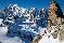Восхождение в лучах зимнего солнца на гребень Rochefort. На заднем плане - массив Монблан. Фото Jon Griffith