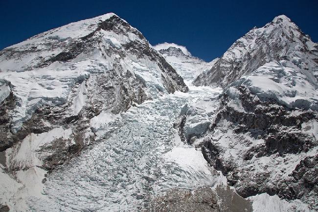Аэрофотосъемка стандартного маршрута восхождения на Эверест через ледопад Кхумбу. Фото Jon Griffith