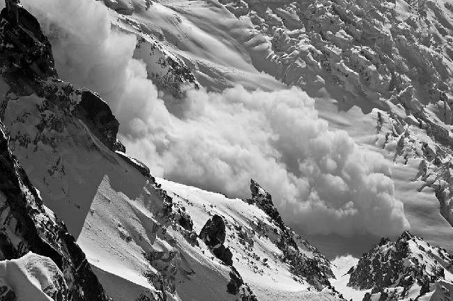Лавина на Mont Blanc du Tacul . Фото Jon Griffith