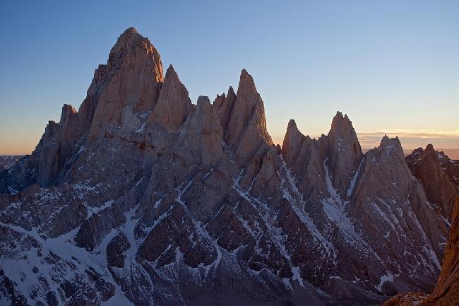 Массив Фицрой (Fitz Roy) на рассвете. Фото с вершины  Cerro Standhart.. Фото Jon Griffith