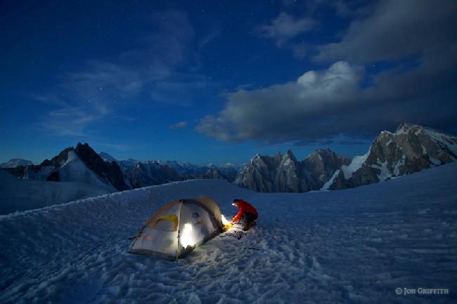 проверка растяжек палатки перед сном