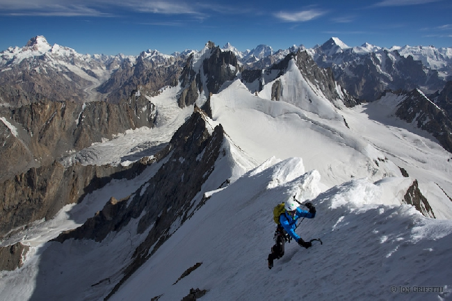 На северном хребте пика Дрифика. Вид на Masherbrum, K2, Broad Peak, Chogolisa