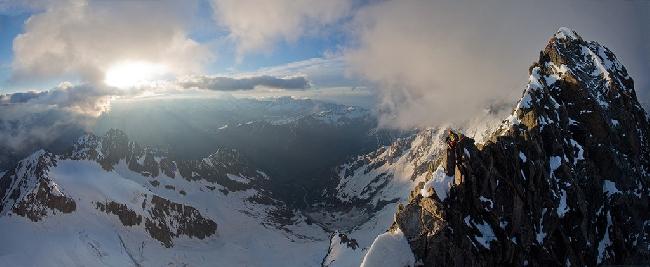 Невероятно холодный и ветреный день на стандартном маршруте восхождения на вершину Тур Нуар, Шамони, Франция. Фото Jon Griffith
