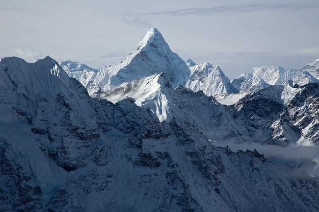 Вершина Ама-Даблам (Непал) после шторма . Фото Jon Griffith