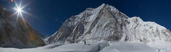 Высотный лагерь Camp I на склоне Эвереста. Фото Jon Griffith
