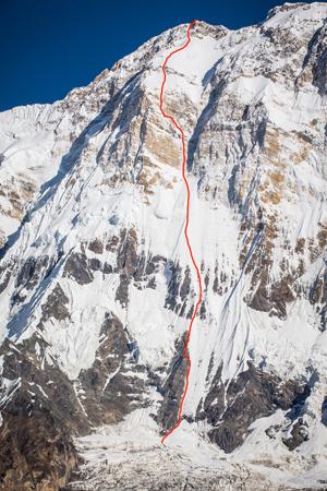 линия маршрута восхождения Ули Штека на Аннапурну по Южной стене. Эту линию в 1992 году пытались пройти Жан-Кристоф Лафаль (Jean-Christophe Lafaille) и Пьер Бегин (Pierre Beghin)