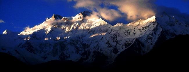 Нангапарбат (Нанга Парбат / Nanga Parbat / 8126 м,— девятый по высоте восьмитысячник мира. Вид на Ctdthj-Западную стену - сторону ледника Ракиот (Rakiot Face)