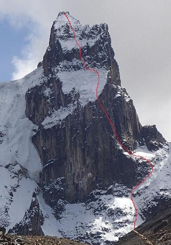 Юго-Воточная стена пика Пучантурпа Восточная (Puscanturpa Este, 5410 м). Маршрут Qiumplirgun Swerminganta