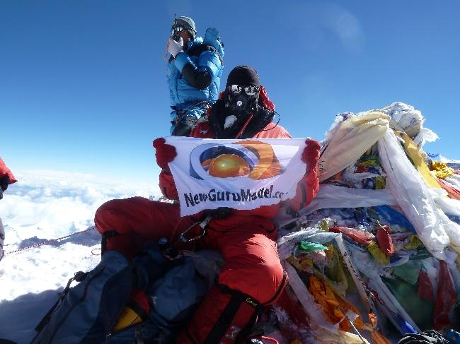 Коммерческие флаги на вершине Эвереста