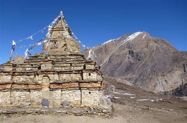 Юго-Западная стена Чхубохе (Chhubohe, 5640 м). Вид от перевала Кан Ла к вершине Нар. самая высшая точка горы находится дальше за кадром
