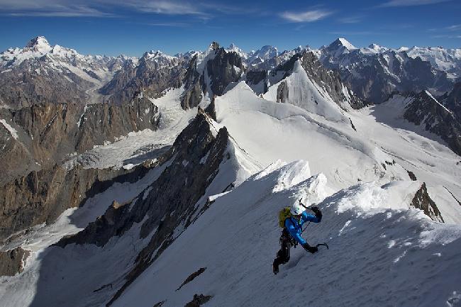 Август: На северном хребте пика Дрифика. Вид на Masherbrum, K2, Broad Peak, Chogolisa