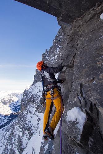 """Январь: Ули Штек (Ueli Steck) в быстром восхождении на """"Metanoia"""",  на Северном склоне Эйгера"""