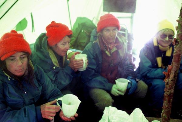 Экспедиция отмечает дни рождения Марджи Рашмор и Джоан Фири