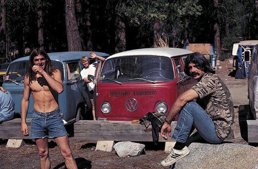 На парковке в долине Йосемити Рон Коук, Джон Башар и Марк Клеменс