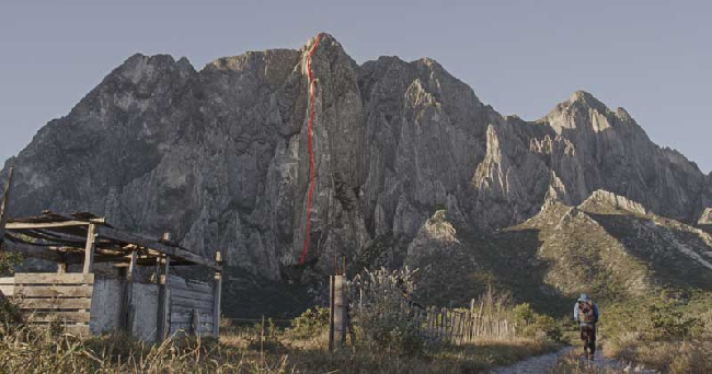 """маршрут """"El Sendero Luminoso"""" на стене El Potrero Chico, в Мексике."""