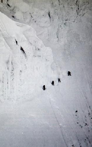 Четыре женщины - альпинистки экспедиции 1978 года. Восхождение по Голландскому маршруту на склоне Аннапурны