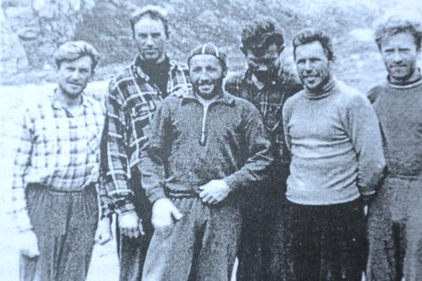 В 1961 году эта украинская команда завоевала золотые медали чемпионата СССР по альпинизму. Слева направо: Владимир Моногаров, Михаил Алексюк, Иван Кашин, Лео Кенсицкий, Борис Шапошников, Виктор Козявкин