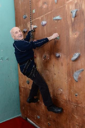 Иван Кашин продемонстрировал нам, что не утратил навыков скалолазания (фото Сергея Тушинского, «ФАКТЫ»)